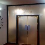 Polep proskleného vstupu do konferenční místnosti hotelu