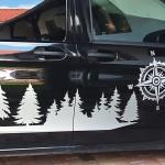 Kempovací polep černého Mercedesu