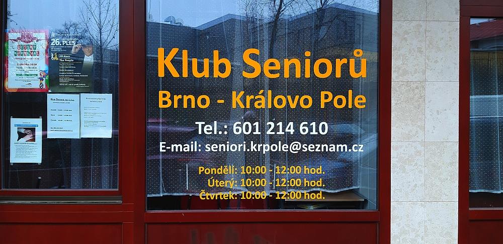 Polep okna řezanou grafikou Brno